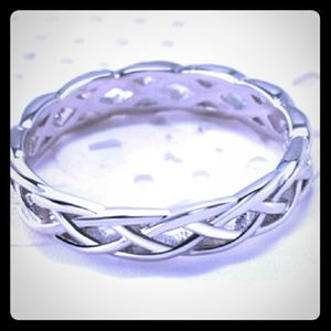 Absolutely beautiful silver ring!